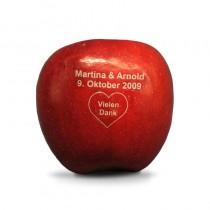 Gravierter Hochzeitsapfel. Laser Apfel als Dankeschön für Gäste vom Brautpaar