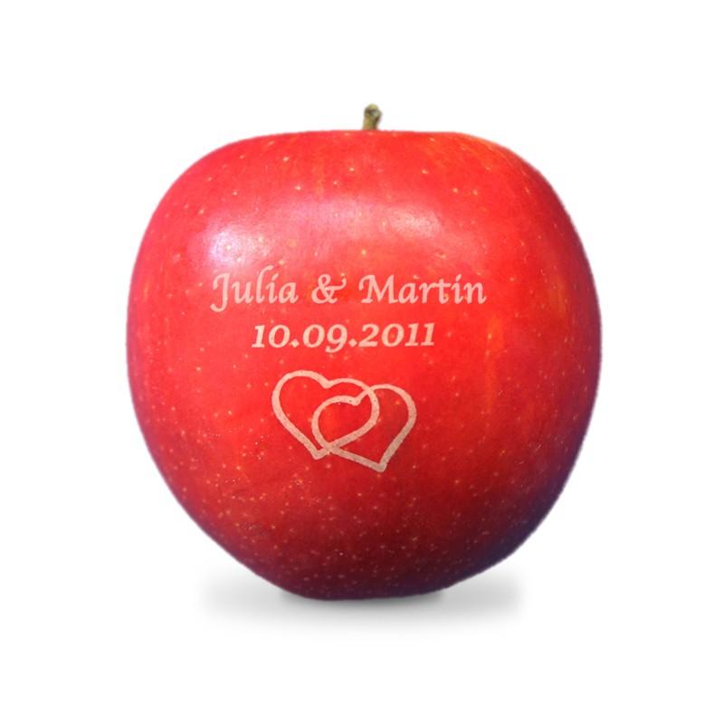 Hochzeitsobst Hochzeitsmotiv Namen Und Herzen Auf Apfel Graviert