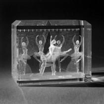 Graviertes 3D Laserglas mit Ballett Tänzerinnen