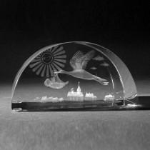 3D Laserglas. Storch bringt Baby in 3D Glas gelasert