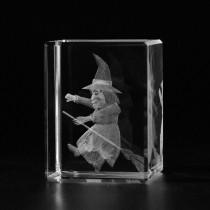 3D Hexe auf Besen, Walpurgisnacht in Kristallglas gelasert. 3D Crystal Glas Motive Kultur