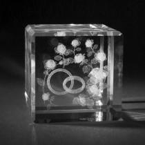3D Motiv Eheringe in Kristallglas gelasert. 3D Crystal Liebe und Hochzeit in Glas