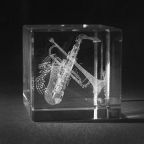 3D Motiv Musikinstrument in Glas gelasert. Saxophon und Trompete