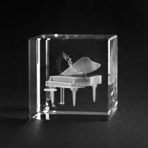 3D Piano in Glas gelasert. Musik und Instrumente in 3D Crystal Glas
