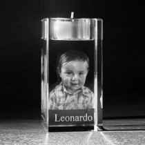 3D Glasfoto Portrait im Kerzenhalter aus Kristall Glas. Gesicht vom Foto in 3D